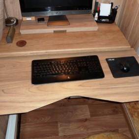 Выдвижная столешница компьютерного стола