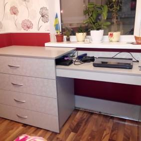 Комод из ДСП с выдвижным письменным столом