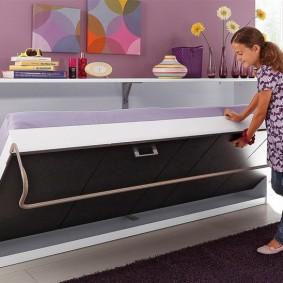 Настенная кровать для девочки-школьницы