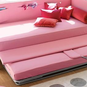 Розовая кровать с выдвижной секцией