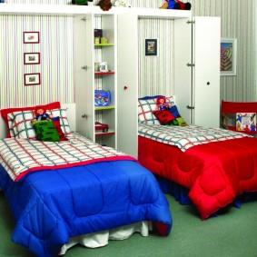 Откидные кровати в комнате разнополых детей