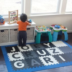 Английские буквы на детском коврике