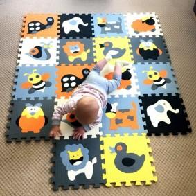 Рисунки животных и птиц на коврике в детской