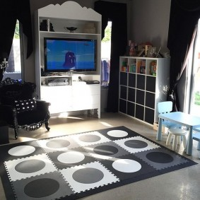 Стильный коврик в комнате подростка