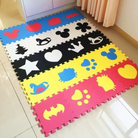 Полосатый коврик квадратной формы