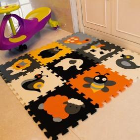 Пазловый коврик с изображениями животных и насекомых
