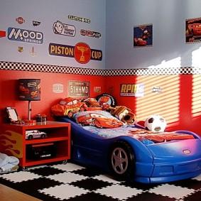 Дтская кровать в форме автомобиля