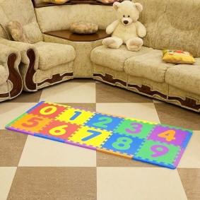 Узкий коврик с цифрами для детской комнаты