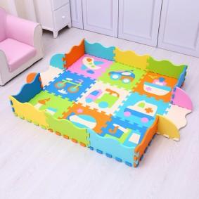 Небольшой коврик для маленького ребенка
