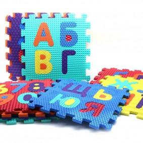 Пазлы детского коврика с русскими буквами