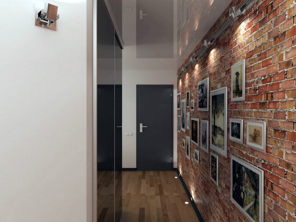 Фото на кирпичной стене коридора