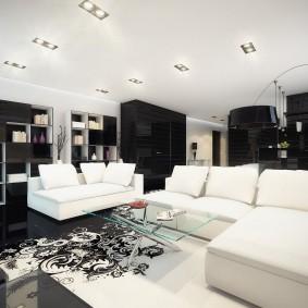 Зона отдыха в зале с белой мебелью