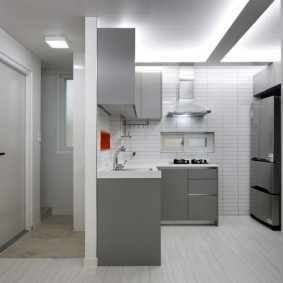 Рабочая зона кухни в квартире-студии