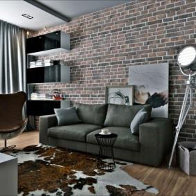 Декор стены за диваном обоями под кирпич