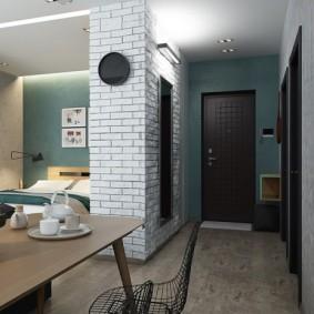 Имитация кирпича на стене коридора