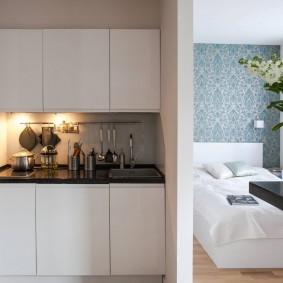 Кухонная мебель с гладкими фасадами