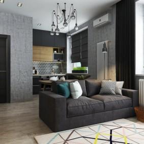 Серый диван с тканевой обивкой