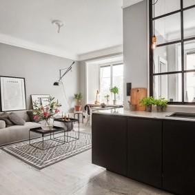 Светло-серые стены в современной квартире