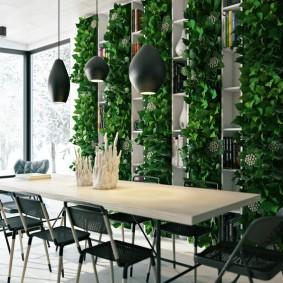 Вертикальный сад в комнате с большими окнами