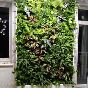 Вертикальная стойка с растениями в горшках