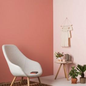 Сочетание розового и персикового цветов в интерьере гостиной