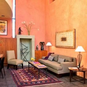 Окраска стен гостиной персиковой краской