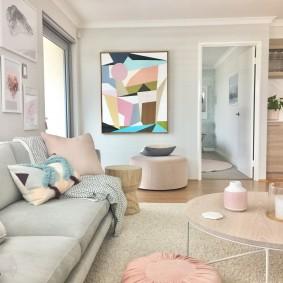 Абстрактная живопись в интерьере дома