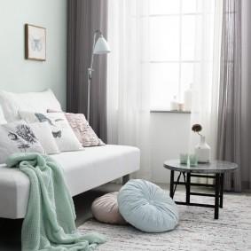 Светло-серые шторы в паре с белым тюлем
