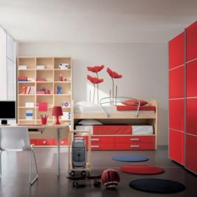 Красная мебель для юной модницы