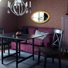 Черный стол в интерьере гостиной