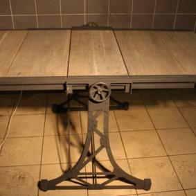 Раскладной стол на стальном каркасе для лофт интерьера