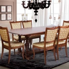 Обеденные стулья с мягкими сидениями