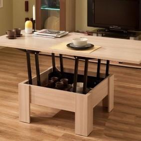 Недорогая модель раскладного столика