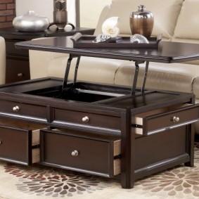 Стильный столик для гостиной в классическом стиле