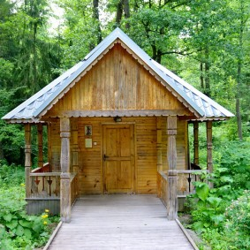 Деревянная баня небольшого размера