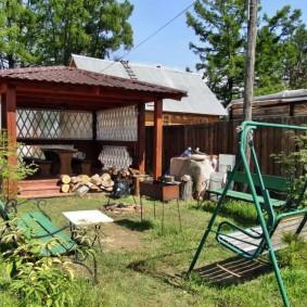 Садовые качели на металлическом каркасе