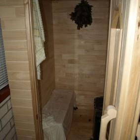 Русская баня на балконе кирпичного дома