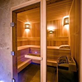 Стеклянная дверь на деревянном каркасе