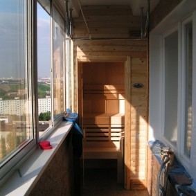 Мини-баня на балконе многоэтажного дома