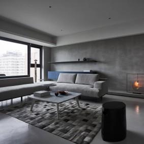 Серый пол в квартире с панорамными окнами