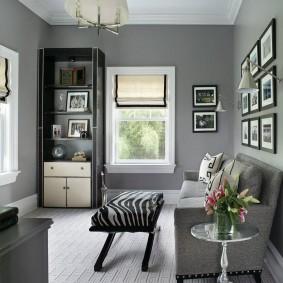 Уютная комната с серыми стенами