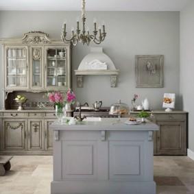 просторная кухня в деревенском стиле
