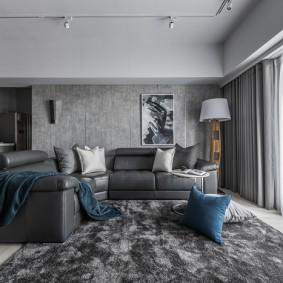 Серый ковер в гостиной квартиры-студии