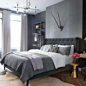Серая кровать в комнате девочки подростка