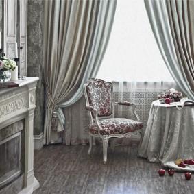 Мягкий стул в классическом стиле