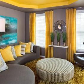 Желтые шторы в современной гостиной
