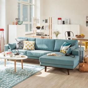 Голубой диван угловой формы