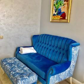 Удобный диванчик с подставкой для ног