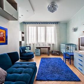 Синий ковер прямоугольной формы