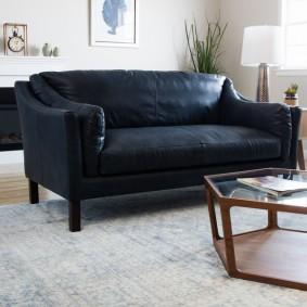 Классический диван для троих человек
